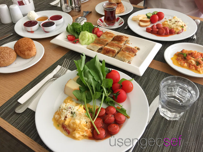 titanic-hotel-lara-antalya-tatil-kahvalti